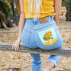 How to Paint On Jeans 5 steps with pictures Kessler Ramirez Art Travel - Bringing some happy sunflowers to your Saturday Shop available jeans Painted jeans tutorial or link in bio Painted Jeans, Painted Clothes, Hand Painted, Diy Clothing, Custom Clothes, Clothes Refashion, Yoga Clothing, Diy Fashion, Fashion Outfits