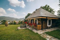 Mud House, Rural House, Turism Romania, Adobe House, Traditional, House Styles, Travel, Home Decor, Houses