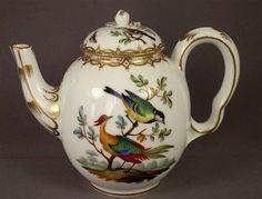 Resultado de imagem para old rose chintz cor Dresden Porcelain, Fine Porcelain, Teapot Design, Teapots Unique, Tea Pot Set, Teapots And Cups, China Painting, Antique China, Shabby