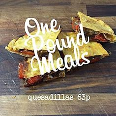🍴 63p QUESADILLAS 🍴 ....pre-order the book now (link in bio).... ------------- recipe ------------- Fry a diced chicken thigh with onions & peppers, remove from heat and add cheese. Mix 40g of flour with 25ml of water and make a dough. Cut in half and roll into a circle then toast in a pan. Sandwich filling between 2 tortillas and pan fry. ----------- ingredients ---------- - 1 chicken thigh: 29p (7 thighs/£1.99) - 1/4 onion: 2p (1kg/59p) - 1/4 red pepper: 7p (3/79p) - 1 tsp paprika: 4p…