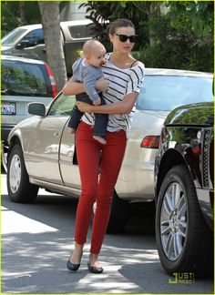 miranda kerr beverly hills visit with flynn 01 Miranda Kerr walks back to her car with 6-month-old son Flynn in her arms after visiting a friend in Beverly Hills on Saturday (July 16).    The 28-year-old Aussie…