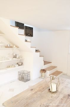 Vivre Shabby Chic: CASA: rivestire in legno una sc Modern Shabby Chic, Shabby Chic Interiors, Shabby Chic Homes, Stairs In Living Room, House Stairs, Rustic Wood Furniture, Staircase Design, Interior Design Living Room, Sweet Home