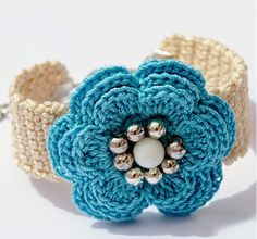Fuente: http://anabeliahandmade.blogspot.com.es/2014/04/spring-summer-crochet-bracelets-and.html