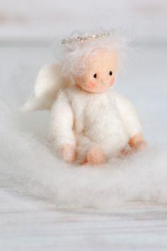 Lulus: Just 10 fridays until christmas! Needle Felted Animals, Felt Animals, Felt Christmas, Christmas Crafts, Felt Angel, Needle Felting Tutorials, Felt Fairy, Fairy Dolls, Felt Toys