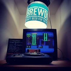 Excellent entertainment at Player Clothing HQs new local  #sega #megadrive #genesis #sonic #brewdog #barcelona #beer #gamesandbeers #craftbeer #punkipa #videogames #classicgamer #classicgames #classicconsole #16bit #eixample