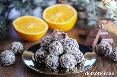 Annonse: Freia Hei igjen, I tillegg til Krokanrulltrøflene som jeg viste deg tidligere i dag, vil jeg tipse deg om hvordan du like enkelt kan lage kjempepopulære Firkløvertrøfler. Siden det er jul – og fordi jeg er veldig glad i appelsinsjokolade – ville jeg teste ut å bruke Firkløver appelsin med havsalt. Det ble super-vellykket! Jeg ble utrolig glad da jeg oppdaget Firkløver med appelsinsmak. Wow, så digg sjokolade! Disse Firkløvertrøflene er også digge! Chocolate Fudge Cake, Brownie Cookies, Sweets, Fruit, Eat, Desserts, Recipes, Food, Cakes