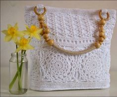 If there's one thing I love to do is crochet. That's why today I want to make a super special article showing you some crochet bags.   ...