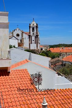 Things to do and places to visit in Silves, Portugal (Algarve). Here you will find photos of Silves old town, the town of São Marcos da Serra, São Bartolomeu de Messines, Silves beaches, hotels, restaurants, things to do, events, properties and much more. Travel with us, your luxury concierge in the Algarve! | Qué hacer y qué visitar en Silves, Portugal (Algarve). Aquí encontrará fotos de Silves, playas de Silves, hoteles, restaurantes, cosas para hacer, eventos y mucho más. #portugal #algarve Silves Portugal, Best Seafood Restaurant, Baroque Architecture, Medieval Town, Old Farm, The Dunes, Tropical Garden, Algarve, Day Tours