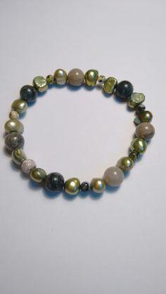 Armband edelstenen, parels en zilveren balletje. van Atelier925 op DaWanda.com