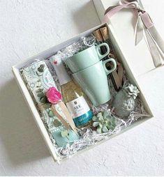 Super birthday box present diy gifts ideas Christmas Gift Box, Xmas Gifts, Cute Gifts, Christmas Ideas, Diy Gift Baskets, Gift Hampers, Wedding Gift Baskets, Diy Gift Box, Diy Box