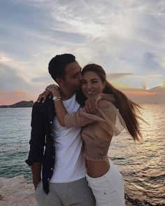 Top Surprise Cute Relationship Goals Quotes And Stories Couple Picture Poses, Photo Couple, Love Couple, Couple Posing, Couple Pictures, Couple Goals, Football Relationship Goals, Relationship Goals Pictures, Cute Relationships