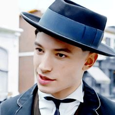 Ezra Miller - Credence, Fantastic Beasts and Where To Find Them Credence Fantastic Beasts, Credence Barebone, Fantastic Beasts And Where, To My Future Husband, Pretty Boys, Actors & Actresses, Beautiful Men, Fangirl, Handsome