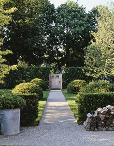 Ina Garten Hamptons kitchen garden with standard hydrangea in big pots   gardens
