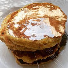 Hot Cakes de Plátano macho! ☕#oatmeal #postworkoutsnack #sugarfree #proteinpack #platano #pancakes #hotcakes #fitsnack #breakfastfordinner #fitfam  #fitness #delish #yummyness  #Icouldliveonpancakes ✔Receta: (salen 5 pancakes) 1huevo + esencia de vainilla + chorrito de leche + chorrito de edulco + 1 plátano macho maduro hecho puré o banana o puñado de arándanos + 1/4 de taza de harina de avena + pizca de sal + 1/2 cdita de polvo de hornear