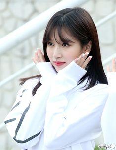 【フォト】ジヒョがボブヘアに!TWICEが「アイドル陸上大会」出勤 Pretty Korean Girls, South Korean Girls, Korean Girl Groups, Nayeon, All About Penguins, Sana Momo, Jihyo Twice, Song Of The Year, Chaeyoung Twice