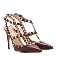 Valentino offers a wide range of luxury shoes, sneakers, heels, clothing, and handbags and is one of the best known fashion brands worldwide. Shop the Valentino collection! Valentino Rockstud Pumps, Valentino Heels, Fashion Slippers, Fashion Shoes, High Heel Pumps, Pumps Heels, Designer Heels, Valentino Designer, Leather Pumps