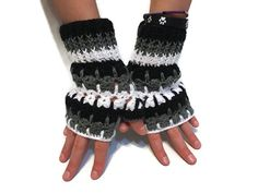 Abstract Cat Fingerless Gloves Texting Gloves Driving Gloves #fingerlessgloves #textinggloves #crochetgloves #catgloves #catlover