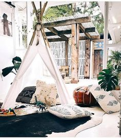 Bohemian style ideas are not limited to outdoor renovations only. But bohemian style design is also a great plan in term of decorating houses. If you are wishing to adorn your indoor house area with the bohemian style this project will attractively increase the value of entire home surrounding.