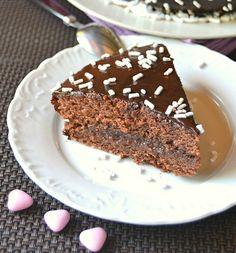 Torta morbida al cioccolato senza uova e burro