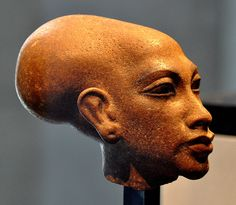 Quartzite head of a statue which depicts the daughter of the Egyptian pharaoh Akhenaten.New Kingdom, 18th Dynasty, 1345 BCE. (State Museum of Egyptian Art, Munich, Germany).