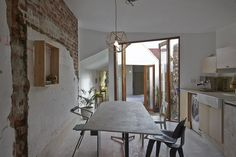 The Magic of Two Courtyards in Melbourne: Edwards Moore