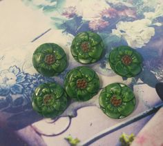 Vintage green glass flower buttons, glass buttons, green flowers, antique buttons, collectable glass, button collection, green buttons