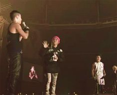(GIF) Nyongtory High-five