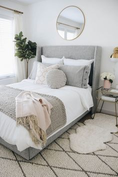 One of the most popular posts from 2018 - who would have known our small guest bedroom would be such a hit. This bed was also a fan… Guest Bedroom Decor, Guest Bedrooms, Home Bedroom, Guest Room, Classic Bedroom Decor, Neutral Bedrooms, Bedroom Simple, Bedroom Photos, Master Bedroom