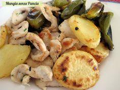 Il pollo con peperoni friggitelli e patate si prepara facilmente in padella ed è un delizioso piatto unico leggero. Ottimo anche con i comuni peperoni verdi!