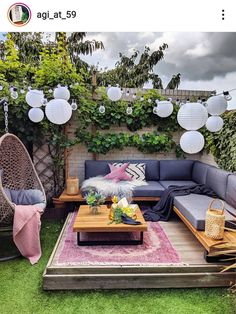 As weather gets warmer we all want to spend more time outside. So it's not a surprise that our attention shifts from interior design to exterior design and patio design. Outdoor Spaces, Outdoor Living, Rustic Outdoor Decor, Outdoor Seating, Small Balcony Decor, Backyard Patio Designs, Patio Ideas, Garden Ideas, Backyard Landscaping