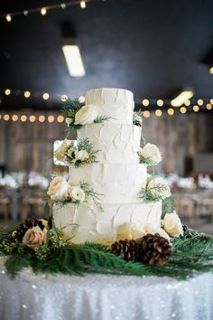 Winter Wedding Cake | fabmood.com