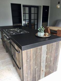 Mooie keuken met interieur gemaakt van Barnwood. Stoer, tijdloos en uniek door maatwerk!