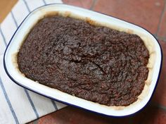 Perfectly sticky and rich parkin... Make this cake on Bonfire Night or for any autumn evening.
