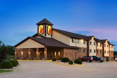 Super 8 Hotel Marion Marion (Ilinois) Located off Interstate 57, this Marion, Illinois hotel serves a daily continental breakfast and offers rooms with free Wi-Fi and a cable TV.  The Kokopelli Golf Club is just 2.8 miles away.