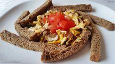 Zutaten: 1 Toastscheibe, 1 Ei, 1 Lauchzwiebel, 2 Champignons, 1/2 Tomate, 1 EL Margarine, 1 Prise Salz, Pfeffer, Fruchtsaft und Tee. Zubereitung: Die geschnittene Lauchzwiebel mit Margarine in eine…