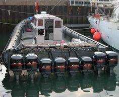 Embarcacion equipada con 2.000 caballos de potencia para transportar droga a traves del Canal de la Mancha vía http://ocio.teoriza.com