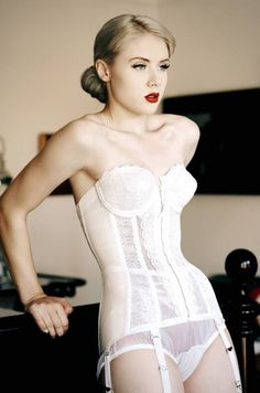Beautiful Miss Mosh in a classy white lace corset.love the hair Jolie Lingerie, Hot Lingerie, Wedding Lingerie, Luxury Lingerie, Vintage Lingerie, Bridal Boudoir, Vintage Bridal, Miss Mosh, White Lace Corset