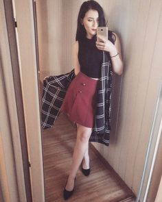 "154 aprecieri, 3 comentarii - ∆ Casandra ∆ (@casandrasy) pe Instagram: ""#outfit #style #beauty #fashion #girl #mirrorselfie #skirt #shoes"" Waist Skirt, High Waisted Skirt, Elegant, Instagram Posts, Casual, Skirts, How To Wear, Outfits, Beauty"
