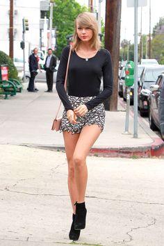 taylor swift looks mini tips moda celebridades Estilo Taylor Swift, Taylor Swift Outfits, Taylor Swift Hot, Taylor Swift Casual, Taylor Swift Clothes, Taylor Swift Fashion, Taylor Taylor, Taylor Swift Pictures, Looks Style