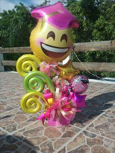 Candy Gift Baskets, Diy Gift Baskets, Candy Gifts, Balloon Box, Balloon Gift, Balloon Bouquet, Graduation Balloons, Graduation Decorations, Balloon Decorations