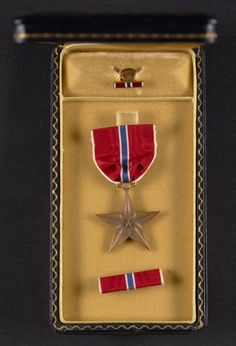 George Leslie Stout's Bronze Star medal and case, 1945. George Leslie Stout papers, Archives of American Art, Smithsonian Institution.