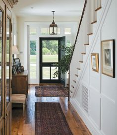 Entryway is the first room that people see when they come into your home. Entryway designs tell a lot about home owners. Visitors can judge your home decorating in no time by what they experience in your entryway. Flur Design, Hall Design, Lobby Design, Entrance Design, Design Design, Design Ideas, Style At Home, Modern Farmhouse, Farmhouse Style