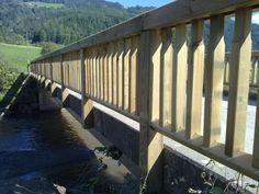 Brückengeländer aus kesseldruckimprägniertem Holz