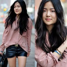 Short de couro #couro #short #streetstyle #fashion #moda #style #look #looks #modaderua #leather #couro #veccatto #leatherlovers