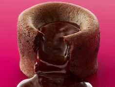 Les recettes de desserts de Christophe Michalak - La recette du mi-cuit au chocolat de Christophe Michalak - Femme Actuelle