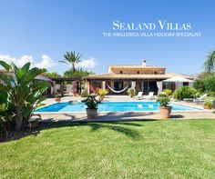 ALMUDRAVA GRAN is a single storey traditional villa with beamed ceilings and set in a lovely garden.