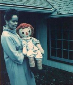 "Paranormal researcher Lorraine Warren in the pictured with ""AnnaBelle"" a supposedly haunted Raggedy Ann doll. The history of the doll was featured in the film ""The Conjuring. Annabelle The Haunted Doll, Annabelle Doll, Lorraine Warren, Creepy Stories, Ghost Stories, Horror Stories, Horror Films, Horror Art, Haunted America"