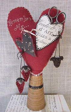Sweet heart pin keep by Evi's Country Snippets  Shop