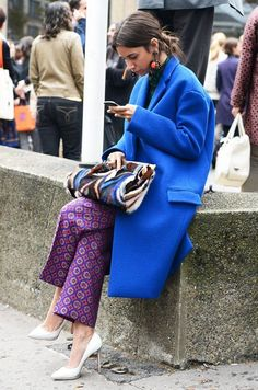 Such pieces as a blue coat and purple print wide leg pants are the perfect way to introduce some sophistication into your day-to-day casual rotation. The whole outfit comes together when you complete this look with white leather pumps. Queer Fashion, Fashion Mode, Moda Fashion, Womens Fashion, Fashion Trends, Style Fashion, Blue Fashion, Colorful Fashion, Colorful Outfits