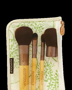 Mineral Set: Create a natural look with our brushes, designed to apply mineral makeup with ease. Start with the concealer brush to coverimperfections for a flawless base. Use the mineral powder brushto apply powder or mineral foundation.Use the mini kabuki for blush or highlighter around the apples of your cheeks.Complete your natural look using the eye shading brush to swipe a sheer shadow over the base of your eye.